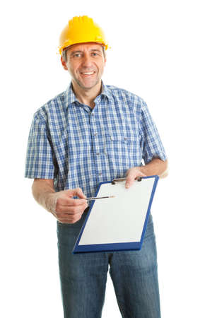 safety check: T�cnico ofreciendo a firmar papeles