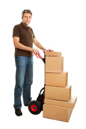 Homme de livraison avec chariot et pile de boîtes