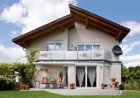 case moderne: Immagine della bellissima nuova casa unifamiliare