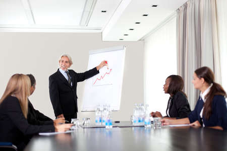 Üzletemberek dolgoznak együtt - a sokszínű munkacsoport Stock fotó