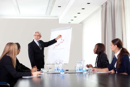 Mensen uit het bedrijfsleven samen te werken - Een diverse werk-groep
