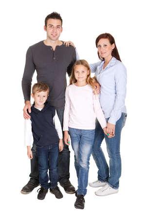 familia abrazo: Familia feliz con sus hijos. Aislados en blanco