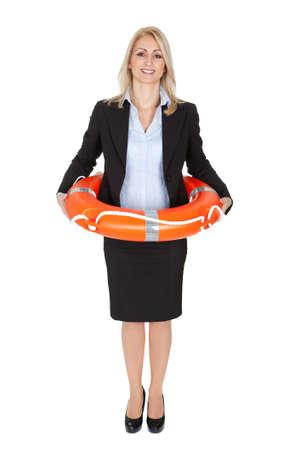 aro salvavidas: Empresaria hermosa con salvavidas. Aislado en blanco