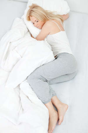 wellness sleepy: Young beautiful woman sleeping