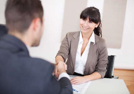 entrevista: Joven empresaria en la entrevista de trabajo en la oficina Foto de archivo