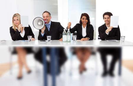 comit� d entreprise: Groupe des juges du panneau des pancartes partition vide