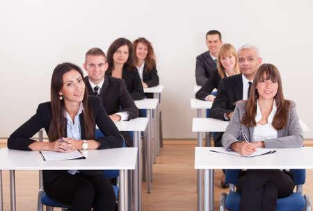 training: Portret Van Mensen Uit Het Bedrijfsleven Op Een Business School Stockfoto