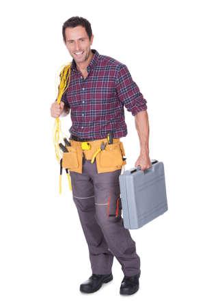 ingeniero electrico: Retrato de hombre joven sosteniendo trofeo aislado en el fondo blanco
