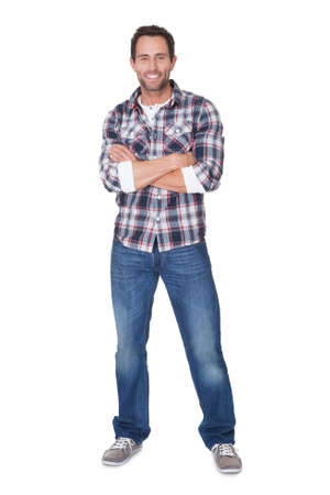 mani incrociate: Ritratto di uomo di mezza età. Isolati su bianco