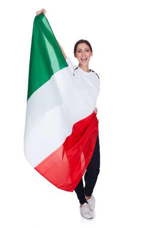 bandiera italiana: Donna attraente mostra bandiera d'Italia. Isolato Su Bianco Archivio Fotografico