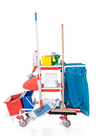 housekeeping: Equipos de Limpieza Profesional. Aislado en el fondo blanco