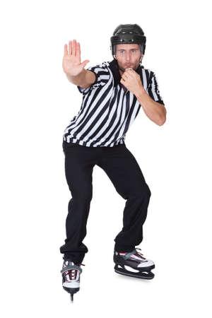 arbitros: Retrato de hockey juez silbando. Aislados en blanco Foto de archivo
