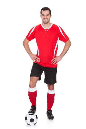 piernas hombre: Retrato del jugador profesional de f�tbol. Aislados en blanco Foto de archivo