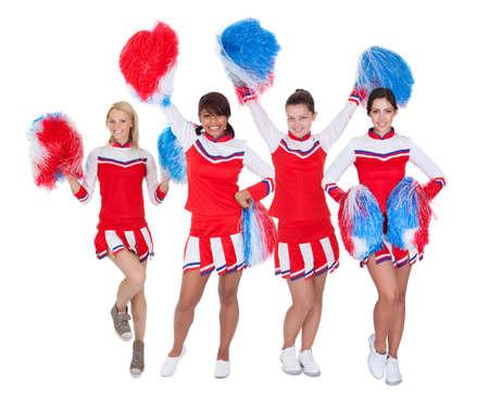 porrista: Grupo de porristas j�venes en uniforme rojo. Aislado sobre fondo blanco