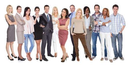 diversidad: Gran grupo de personas diversas. Aislados en blanco