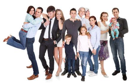 grote groep mensen: Meerdere gezinnen met kinderen en koppels. Geïsoleerd op wit