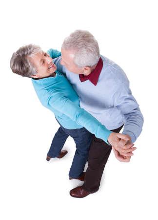 pareja bailando: Retrato del baile Pares Mayores En El Fondo Blanco