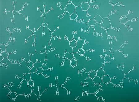quimica organica: F�rmulas qu�micos org�nicos en una pizarra verde