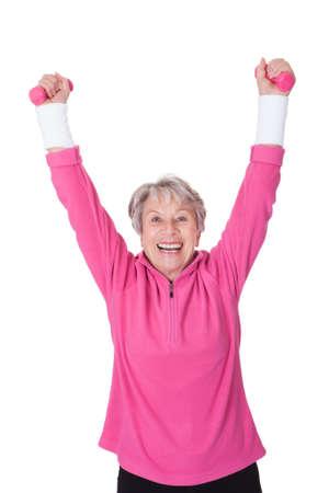 física: Retrato de una mujer mayor ejercicio en el fondo blanco Foto de archivo