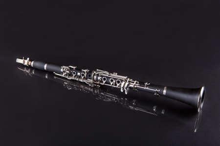 clarinete: Primer Plano De Clarinet Aislado En Fondo Negro