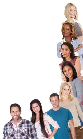la société: Grand groupe de personnes diverses. Isolé sur fond blanc