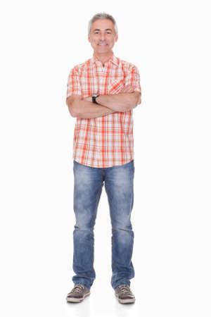 personas de pie: Retrato de hombre feliz sobre fondo blanco