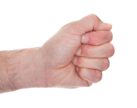 puños cerrados: Mano del hombre Primer plano cerrando el puño sobre el fondo blanco Foto de archivo