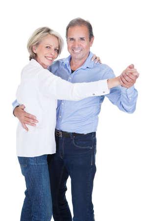Gelukkig Rijp Paar Dansen Geà ¯ soleerde Over Witte Achtergrond Stockfoto