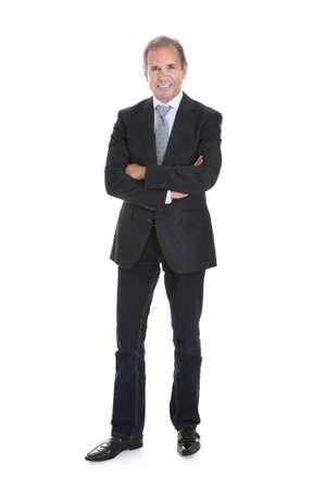 井戸の肖像ビジネスマン立って腕を組んで身を包んだ