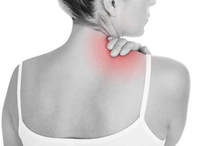 白い背景で隔離の背中の痛みを持つ女性のクローズ アップ