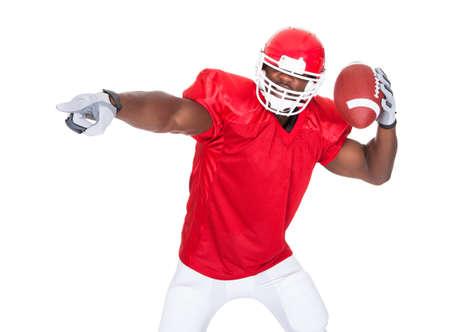 Joueur de football américain pointant quelque chose Sur Fond Blanc
