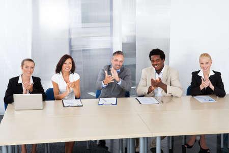 comit� d entreprise: Groupe d'officiers de personnel d'entreprise Applaudir Dans Office