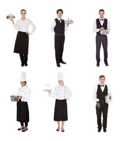 Jonge groep van Obers en serveersters geïsoleerd via Wit