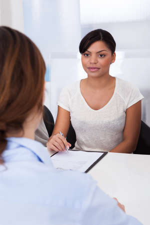 Businesswoman Conducting An Employment Interview With Young Female Applicant Imagens