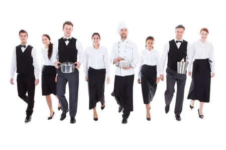 Große Gruppe von Kellnern und Kellnerinnen. Isoliert auf weiß