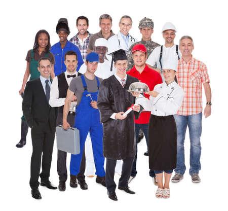 профессий: Полная длина людей с разных профессий, стоящих на белом фоне