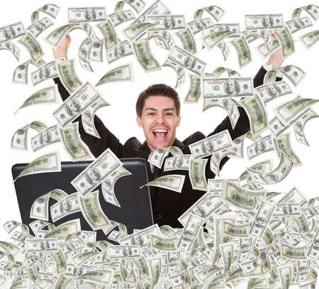 money flying: Retrato del joven empresario de éxito con la lluvia de dinero Foto de archivo