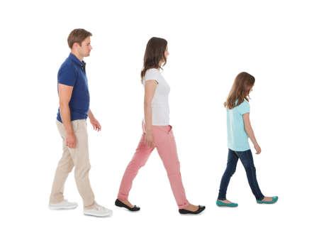 白い背景に分離された行の家族歩行の全長側ビュー 写真素材