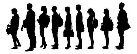 Longitud total de estudiantes universitarios de la silueta de pie en la línea contra el fondo blanco.