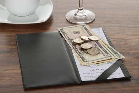 Close-up Van Bill Met Amerikaanse Dollars Op Houten Tafel Stockfoto