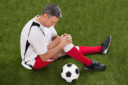 Male Soccer Player Suffering From Injury In Knee Reklamní fotografie