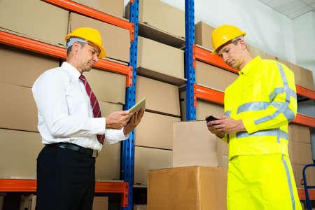 ref: Trabajador Almacén Comprobar el inventario con el Administrador en un almacén grande