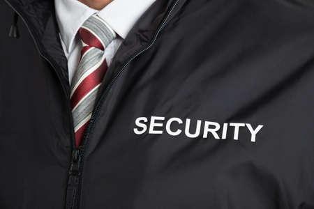 텍스트 보안와 경비원 유니폼을 입고의 근접