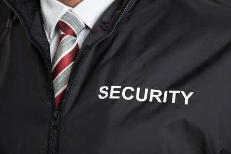 uniform: Primer De La Guardia de seguridad Uniforme Usar Con La Seguridad del texto