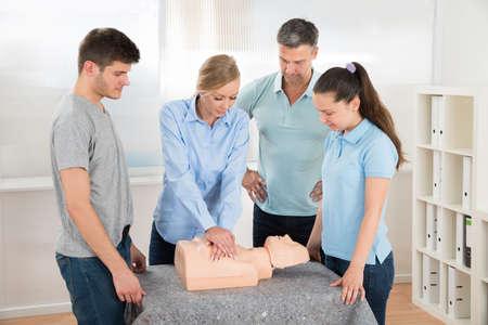 학생 학습 심폐 소생술에서 클래스의 그룹