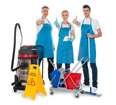 the equipment: Grupo de Porteros con equipos de limpieza sobre el fondo blanco Foto de archivo