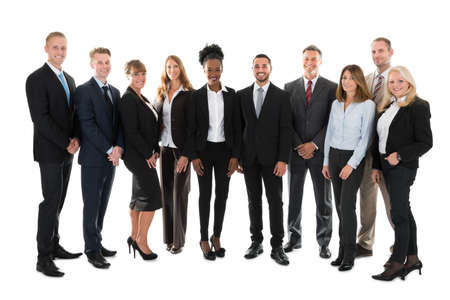 Retrato de cuerpo entero del equipo de negocios confía en pie contra el fondo blanco Foto de archivo - 48353176