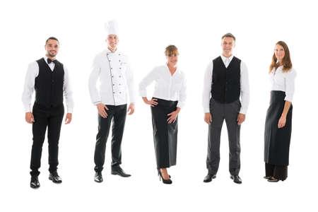 chef: Retrato de cuerpo entero de feliz personal restaurante coloca sobre el fondo blanco