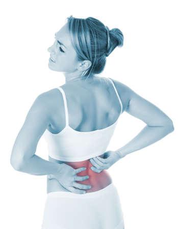 dolor de espalda: Triste joven que sufre de dolor de espalda sobre el fondo blanco