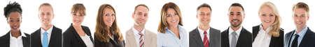 Conjunto de empresarios sonrientes sobre fondo blanco Foto de archivo - 58868102